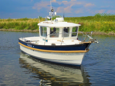 Hardy 24 pilothouse