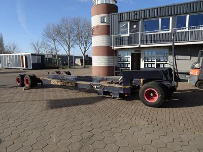 Zware hydraulische botenwagen.