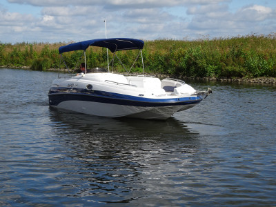 Crownline 238 db bowrider with v8 engine