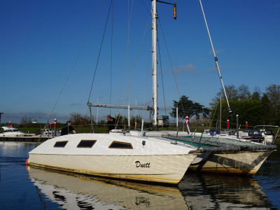 Catamaran sailboat 10x5 with 2 engines