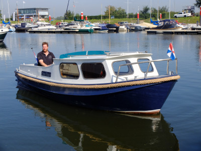 classic vletje with volvo inboard engine