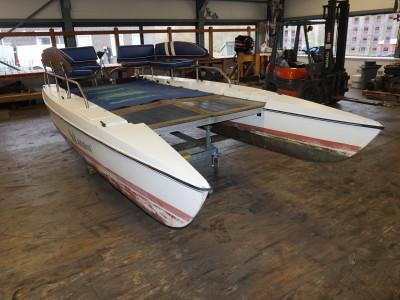 Electric Solamaran pontoon boat